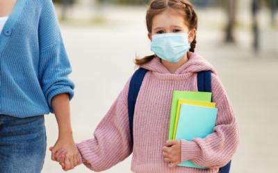 7-jähriger Schülerin ist es peinlich, keine Maske zu tragen!